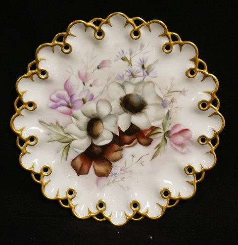 1229_HAND PAINTED LIMOGES PORCELAIN PLATE WITH AN OPENWORK DESIGN ON THE EDGE. P
