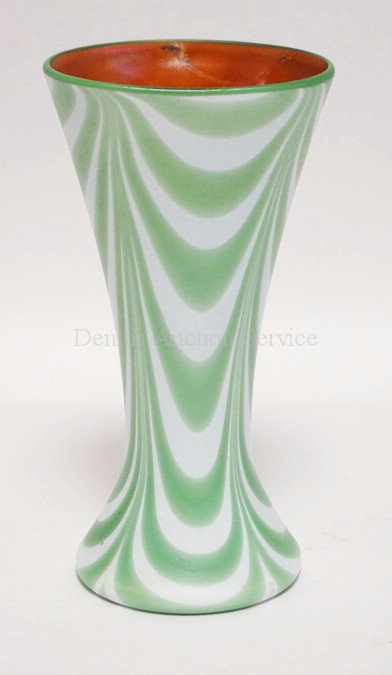 IMPERIAL GLASS *FREE HAND* ART GLASS VASE WITH A PULLED GREEN AND WHITE D�COR AN