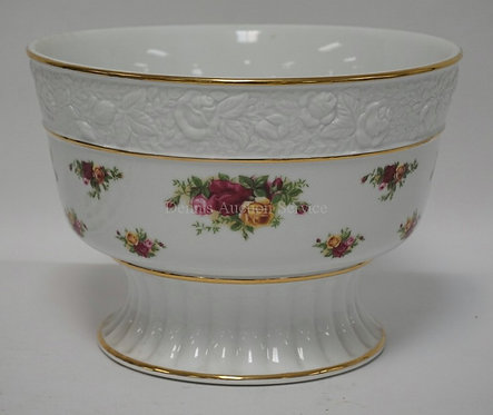 ROYAL ALBERTH *OLD COUNTRY ROSES* PORCELAIN CENTER BOWL. 7 5/8 INCHES HIGH. 11 I
