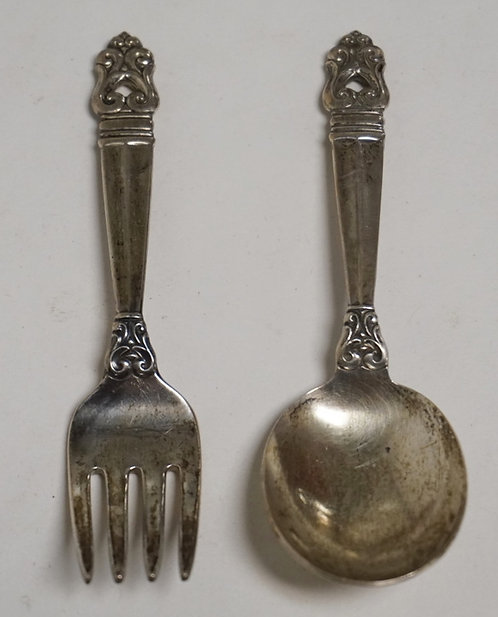 INTERNATIONAL STERLING SILVER CHILDS FORK AND SPOON SET. 1.50 TROY OZ.