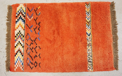HAND WOVEN RUG MEASURING 3 FT 7 INCHES X 2 FT 6 INCHES.