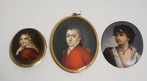 1170_LOT OF 3 MINATURE PORTRAITS. ONE WITH A BOW OF HAIR STORED IN THE BACK BEHI