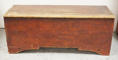 ANTIQUE BLANKET CHEST IN RED PAINT. DOVETAILED. 48 INCHES LONG. 19 1/2 INCHES HI