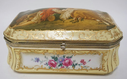 LARGE PORCELAIN DRESSER BOX DECORATED WITH A COURTING COUPLE AND VARIOUS FLOWERS