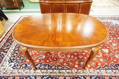 NEW FURNITURE LIQUIDATION, AMERICAN DREW QUEEN ANNE STYLE OVAL DINING TABLE WITH