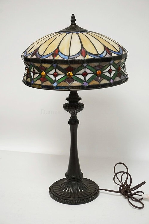 CONTEMPORARY QUOIZEL TABLE LAMP MEASURING 25 INCHES HIGH.