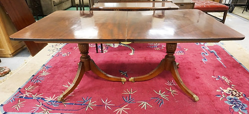 ANTIQUE MAHOGANY 2 PART DINING TABLE WITH ONE LEAF. CARVED DUNCAN PHYFE LEGS. 72