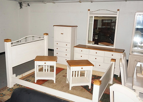 5 PIECE THOMASVILLE BEDROOM SET. QUEEN SIZE BED, LOW CHEST WITH MIRROR, HIGH CHE