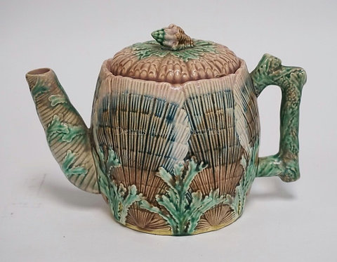 ANTIQUE ETRUSCAN MAJOLICA POTTERY SHELL & SEAWEED TEAPOT. 6 1/4 INCHES HIGH.