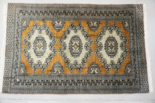 ORIENTAL THROW RUG IN BLUE & BROWN. 6 FT 2 INCHES X 4 FT.