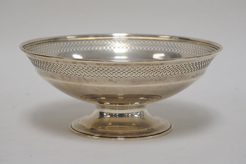 TIFFANY & CO MAKERS STERLING SILVER FOOTED BOWL WITH A RETICULATED RIM. 16.12 TR