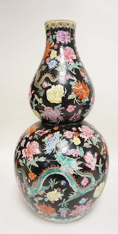 LARGE GOURD SHAPED ASIAN VASE WITH RED AND GREEN DRAGONS. 22 IN H