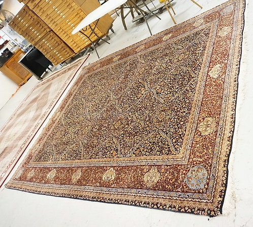FINELY WOVEN ROOM SIZE ORIENTAL RUG MEASURING 11 FT 11 X 9 FT 1 INCHES.