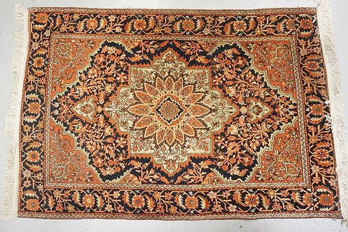 HAND MADE ORIETNAL RUG MEASURING 3 FT 5 INCHES X 4 FT 9 INCHES.