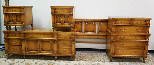 5 PIECE DANIEL JONES INC, NY. BEDROOM SET. INCLUDES A HIGH CHEST, LOW CHEST, KIN