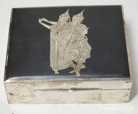 STERLING SILVER SIAM BOX WITH WITH DANCING FIGURES ON THE LID. WOOD LINED. 4 1/4
