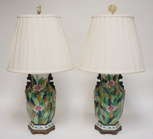 PAIR OF ASIAN PORCELAIN LAMPS WITH STIFFEL SHADES. 29 INCHES HIGH.
