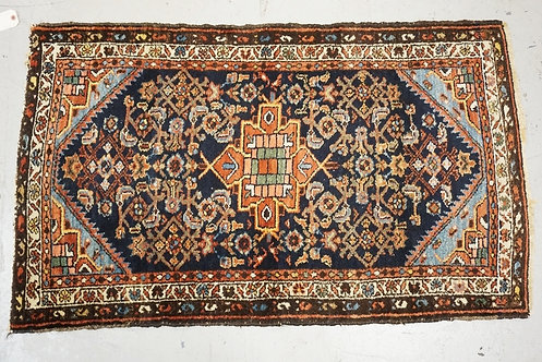 ANTIQUE ORIENTAL TRHOW RUG MEASURING 2 FT 8 X 4 FT 2 INCHES.