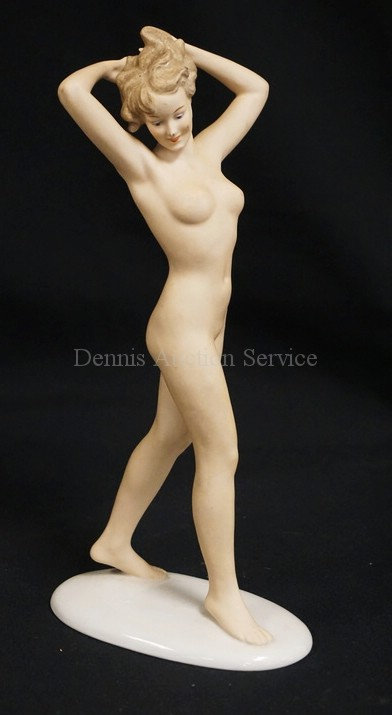 WALLENDORFER GERMAN PORCELAIN FIGURE OF A NUDE WOMAN. 10 3/4 INCHES HIGH.