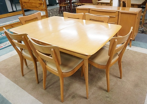 HEYWOOD WAKEFIELD CHAMPAGNE FINISHED DINING ROOM SET. SIDEBOARD, TABLE WITH 2 LE