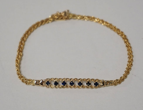 14K GOLD ROBE BRACELET WITH A BAR OF SAPPHIRES. 2.20 DWT. 6 1/2 INCHES LONG.