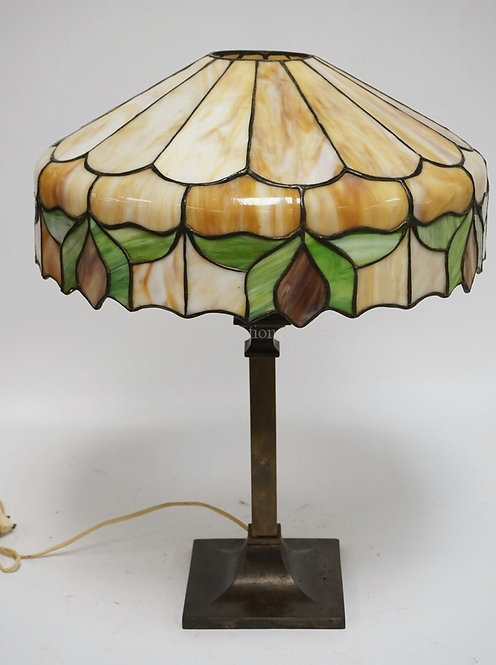 LEADED GLASS TABLE LAMP. HAS SOME CRACKED PANELS. 21 1/2 INCHES HIGH. 16 INCH SH