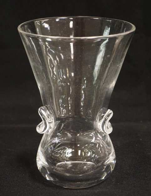 STEUBEN CLEAR ART GLASS WITH APPLIED PINCHED PRUNTS. 6 1/8 INCHES HIGH.
