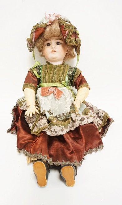 SIMON HALBIG 1079 BISQUE HEAD DOLL. 21 IN