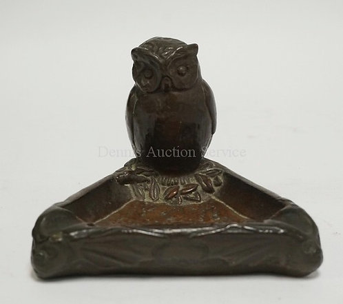 THE ARMOR BROZE COMPANY SHELL BRONZE ASHTRAY WITH A OWL PERCHED ON THE BACK AND