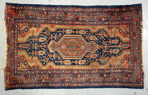 ORIENTAL THROW RUG MEASURING 4 FT X 2 FT 5 INCHES.