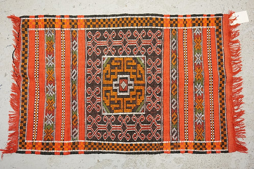 MOROCCAN RUG MEASURING 3 FT 6 X 2 FT 4 INCHES.