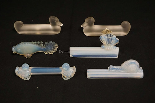 LOT OF 6 FIGURAL KNIFE RESTS. INCLUDES 4 OPALESCENT SIGNED SABINO AND 2 VANNES F