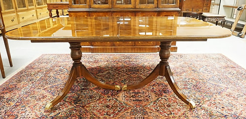 DREXEL HERITAGE REGENCY COURT BANDED MAHOGANY DINING TABLE WITH 2 SKIRTED LEAVES