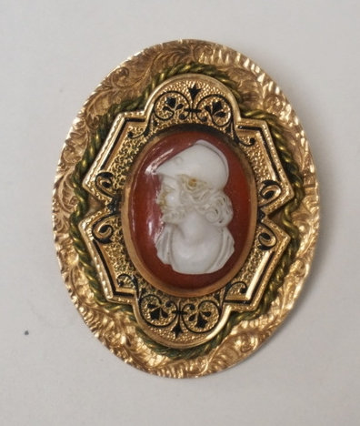 14K GOLD BROOCH WITH A CARVED CAMEO CENTER AND BLACK ENAMEL DETAILS. 7.50 DWT. 1