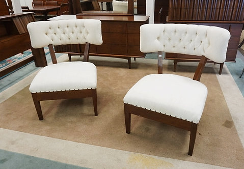 1142_PAIR OF MODERN SIDE CHAIRS WITH WIDE TUFTED BACKS.