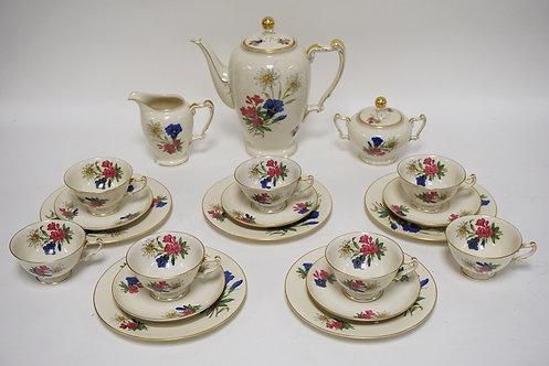 20 PIECE HEINRICH BAVARIAN PORCELAIN TEA SET DECORATED WITH FLOWERS. THE CREAM P