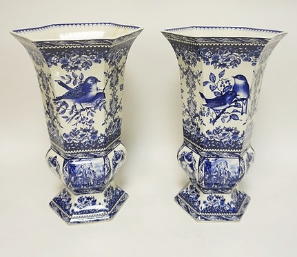 PAIR OF LARGE BLUE AND WHITE DECORATIVE VASES WITH HEXAGONAL TOPS. DECORATION OF
