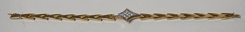 14K GOLD BRACELET WITH 11 ROUND DIAMONDS. 9.25 DWT. 7 INCHES LONG.