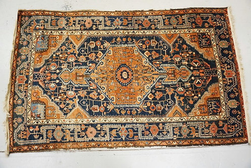 HAND WOVEN ORIENTAL RUG MEASURING. 4 FT 2 X 6 FT 8 INCHES.