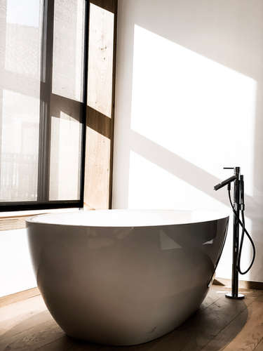 Bathtub Apartment 003