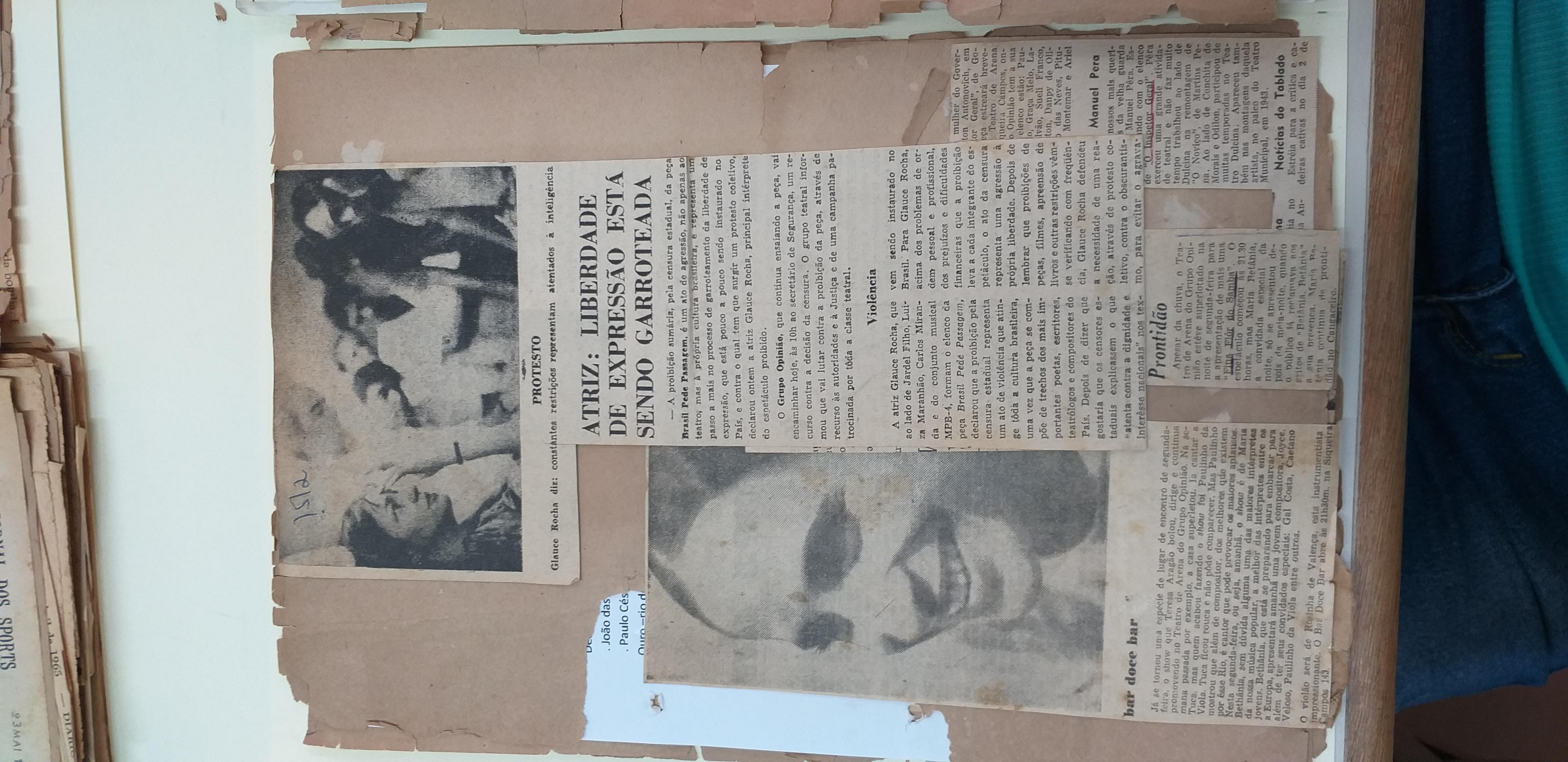 """Recorte de Jornal """"Atriz: Liberdade de Expressão está sendo garroteada"""""""