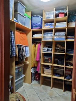 zweites Schlafzimmer mit begehbarer Kleiderschrank