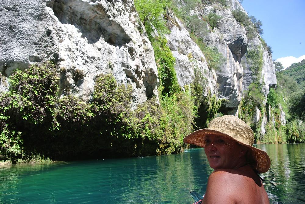 canoë dans les gorges du Verdon , eau turquoise et roche