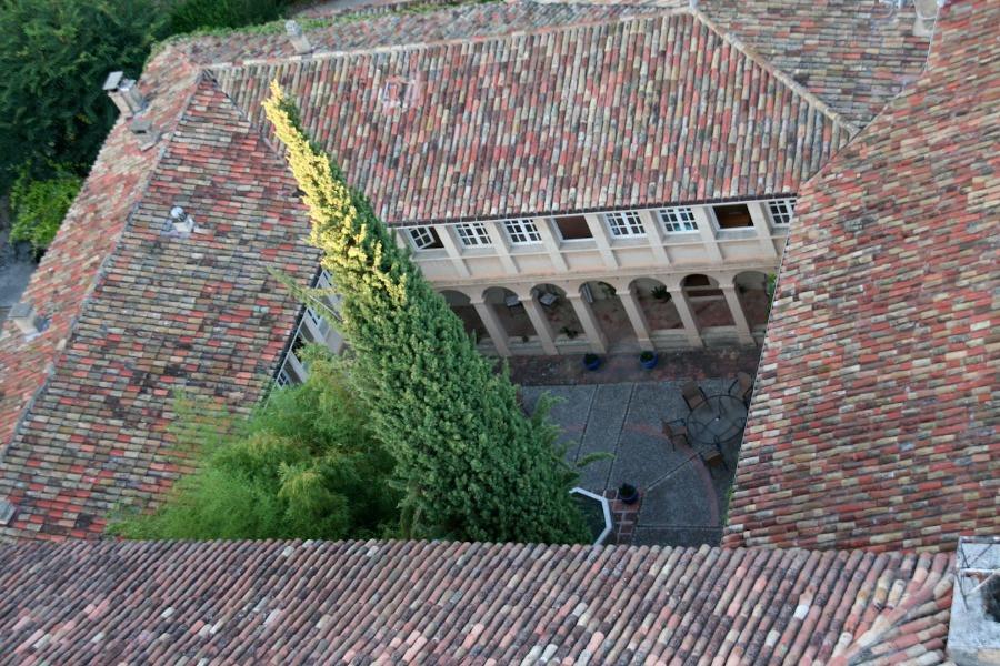 cours intérieure du Monastère de Ségriès