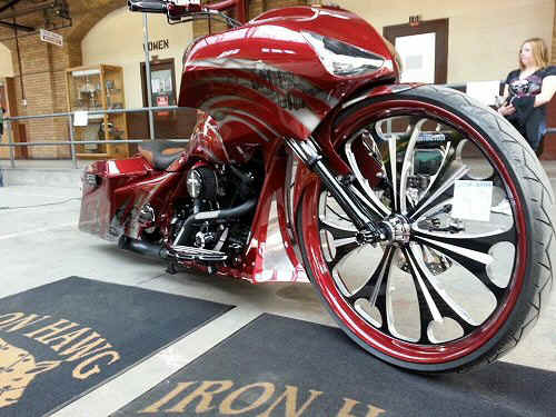 Bagger-Motorcycle-Build-30Inch-Wheel