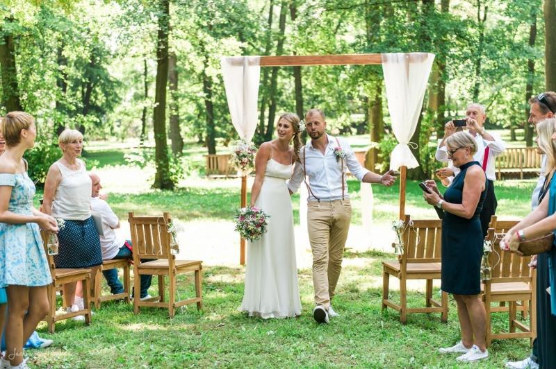 Svatba zámecký park
