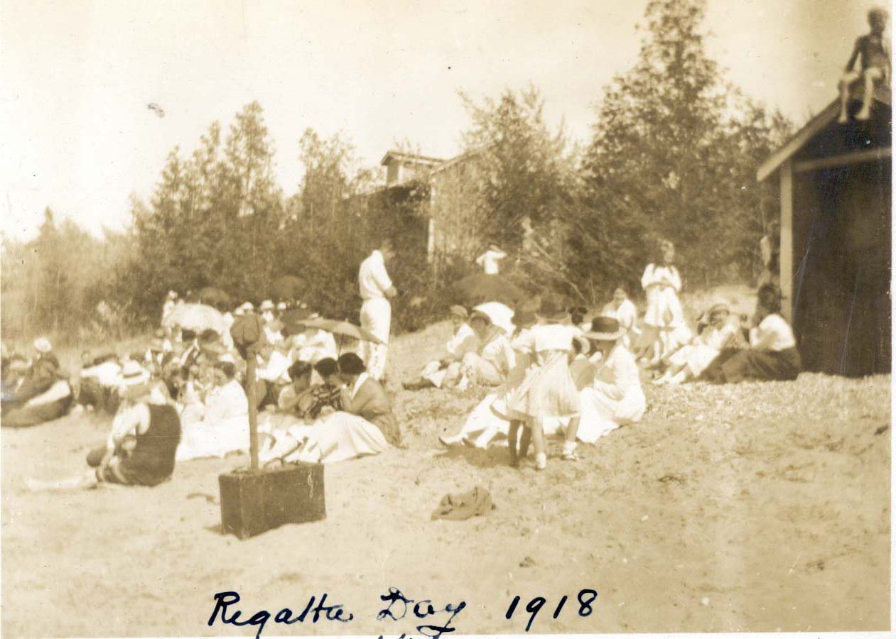 Regatta Day 1918.jpg