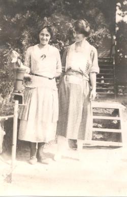 Annie (Normans wife) & cousin Edith Sinclair.jpg