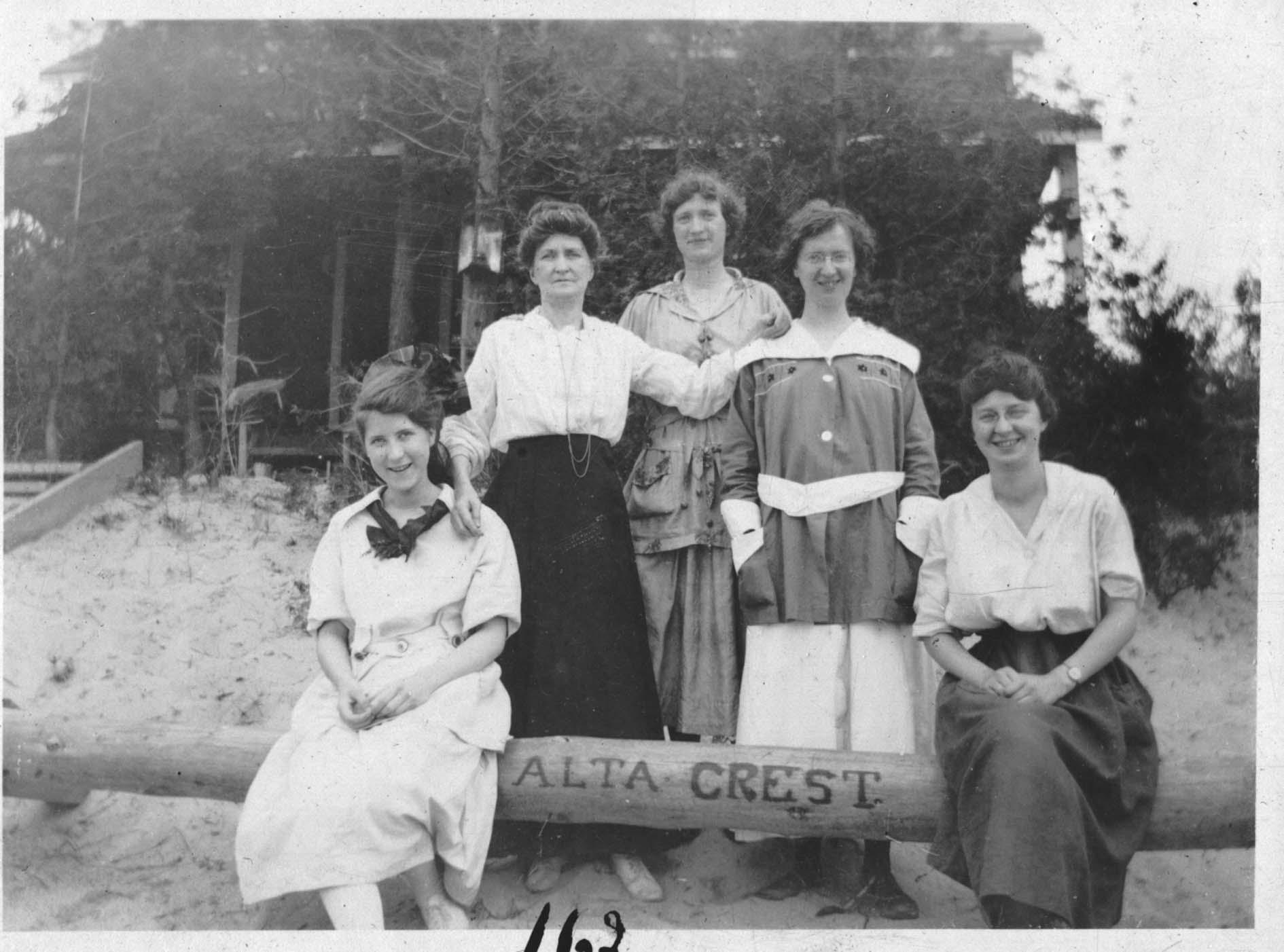Bradley Family 1919-20.jpg