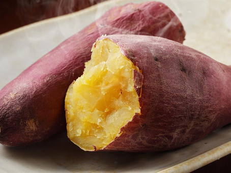 DICA: Batatas doces devem ser assadas inteiras no micro-ondas, não cortadas.